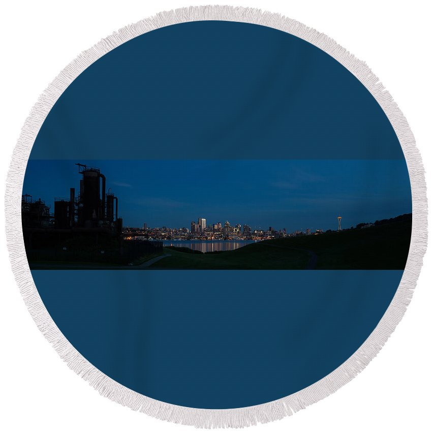 Seattle Round Beach Towel featuring the photograph Gasworks Seattle Citiscape by Mike Reid