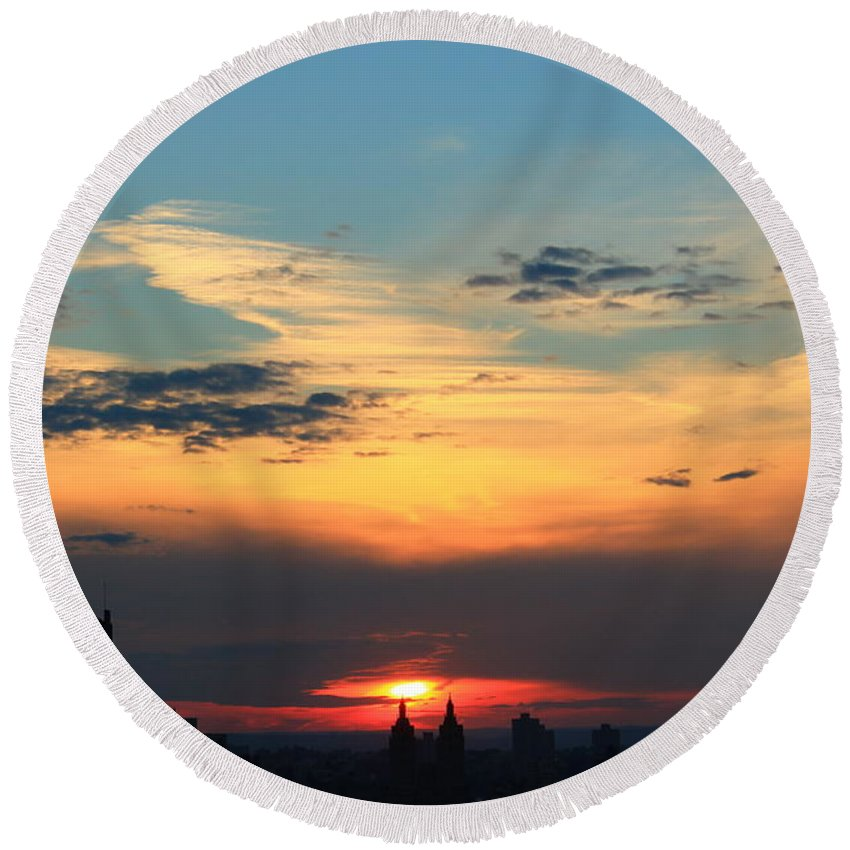 Sunset Round Beach Towel featuring the photograph Going Down by Catie Canetti