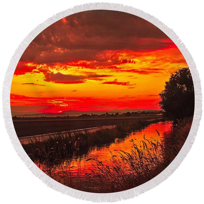 Idaho Round Beach Towel featuring the photograph Golden Sunrise by Robert Bales