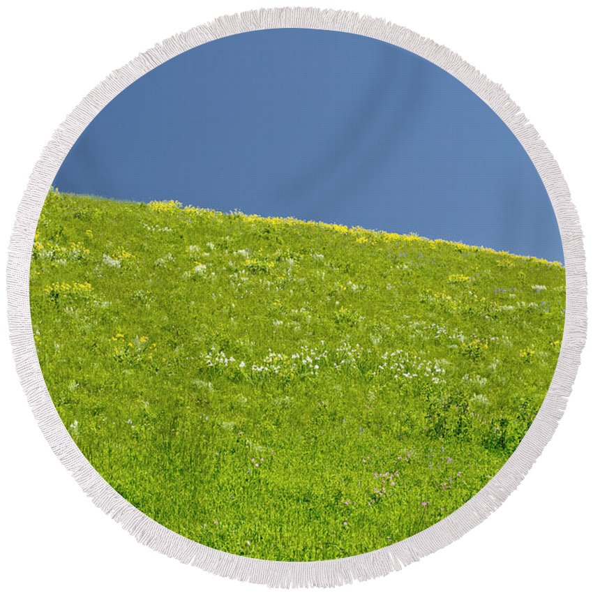 Americas Round Beach Towel featuring the photograph Grassy Slope View by Roderick Bley