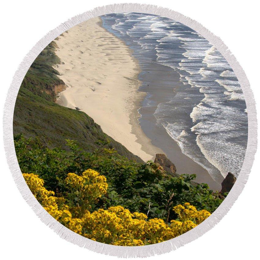 Heceta Beach Round Beach Towel featuring the photograph Heceta Beach View by Mick Anderson