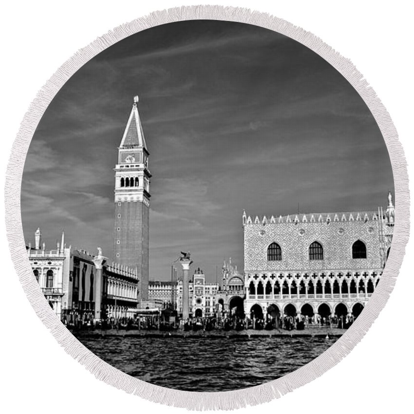 Venice Round Beach Towel featuring the photograph High Expectations by Eric Tressler