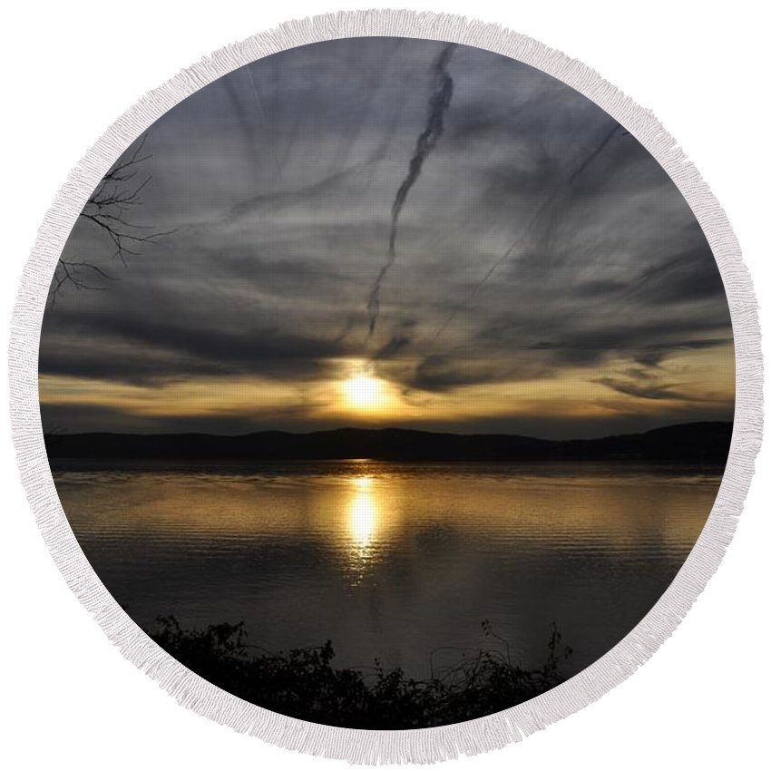 River Round Beach Towel featuring the photograph Hudson River Sunset by Rich Bodane