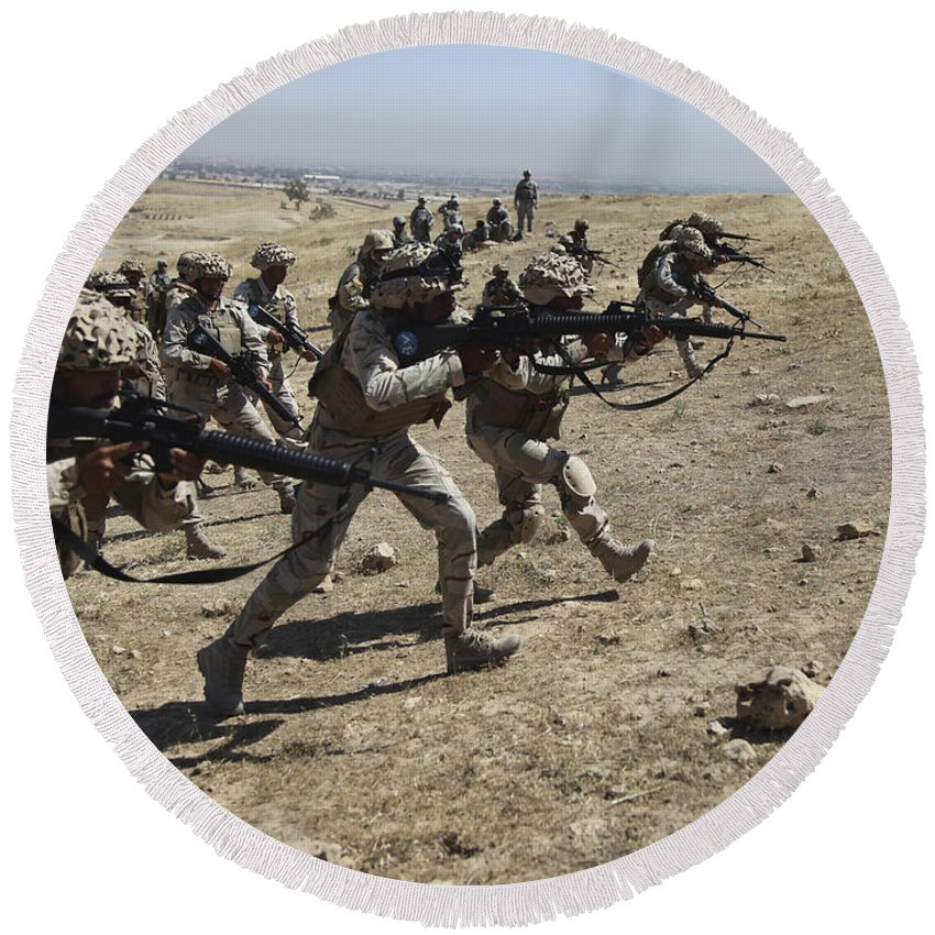 Iraq Round Beach Towel featuring the photograph Iraqi Army Soldiers Move To Positions by Stocktrek Images