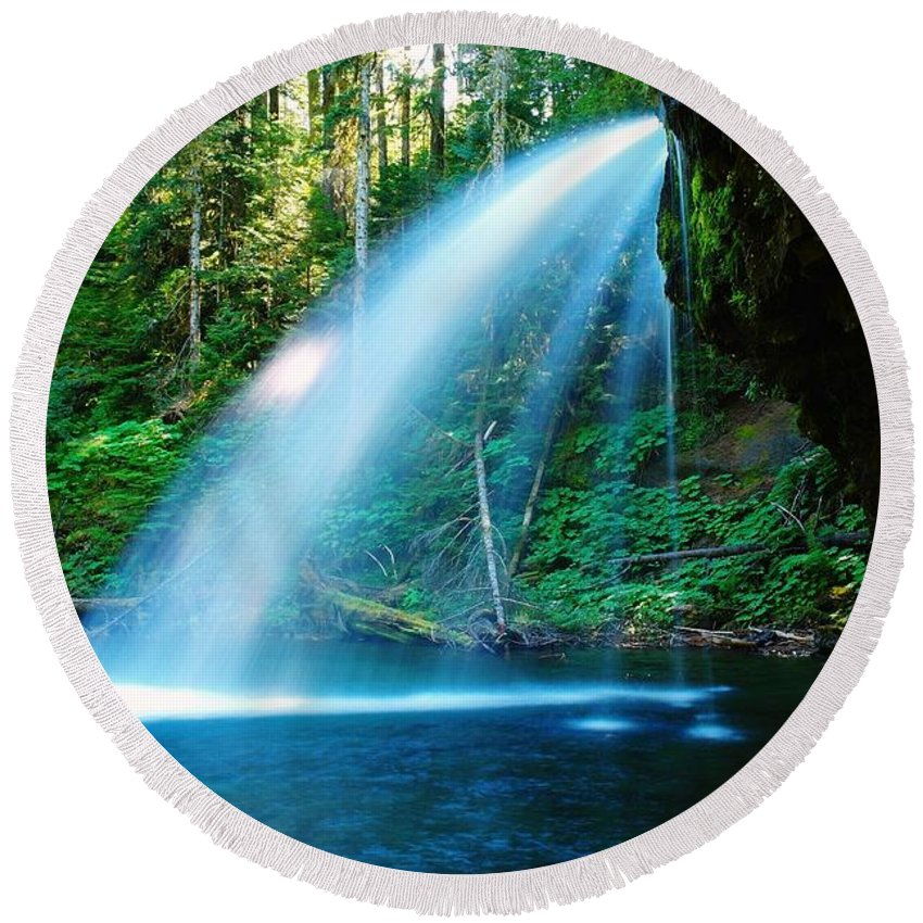 Water. Fall Round Beach Towel featuring the photograph Iron Creek Falls From The Side by Jeff Swan