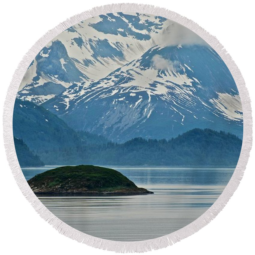 Islands Round Beach Towel featuring the photograph Island Paridise by Eric Tressler