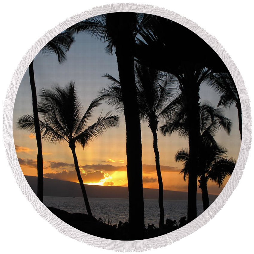 Maui Round Beach Towel featuring the photograph Ka'anapali Sunset by Kathy Corday