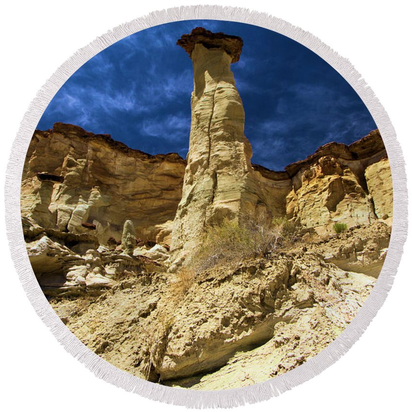 Wahweap Hoodoos Round Beach Towel featuring the photograph King Of Wahweap by Adam Jewell