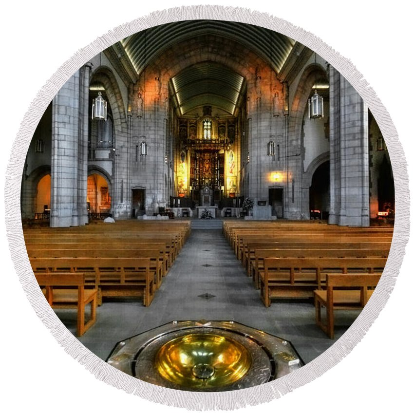 Yhun Suarez Round Beach Towel featuring the photograph Leeds Cathedral Baptismal Font And Nave by Yhun Suarez