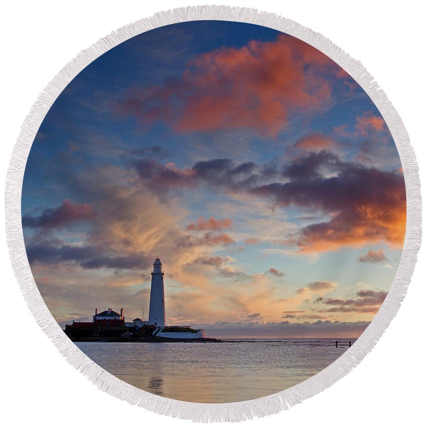 St Marys Lighthouse Round Beach Towel featuring the photograph Lighthouse At Sunrise by David Pringle