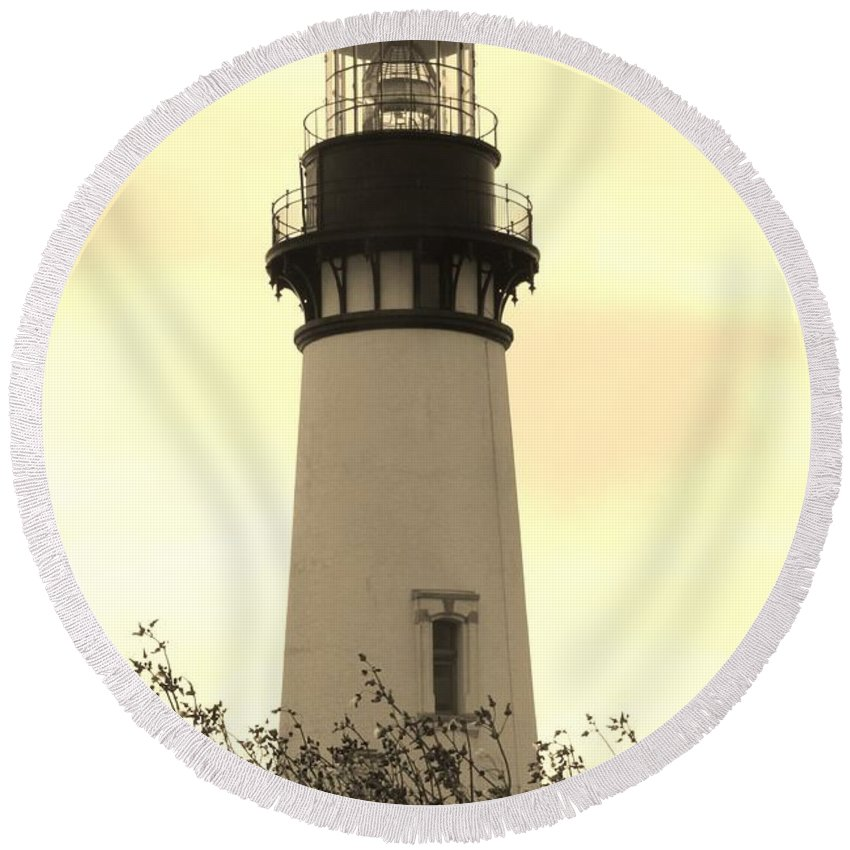 Yaquina Bay Lighthouse Round Beach Towel featuring the photograph Lighthouse Tranquility by Athena Mckinzie