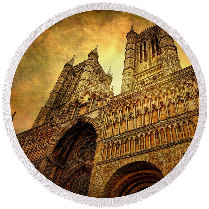 Yhun Suarez Round Beach Towel featuring the photograph Lincoln Cathedral by Yhun Suarez