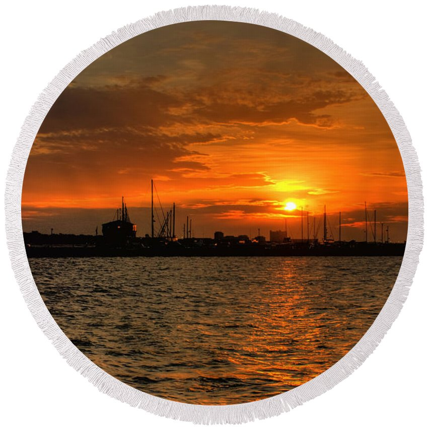 Long Beach Round Beach Towel featuring the photograph Long Beach Harbor Sunrise by Beth Gates-Sully
