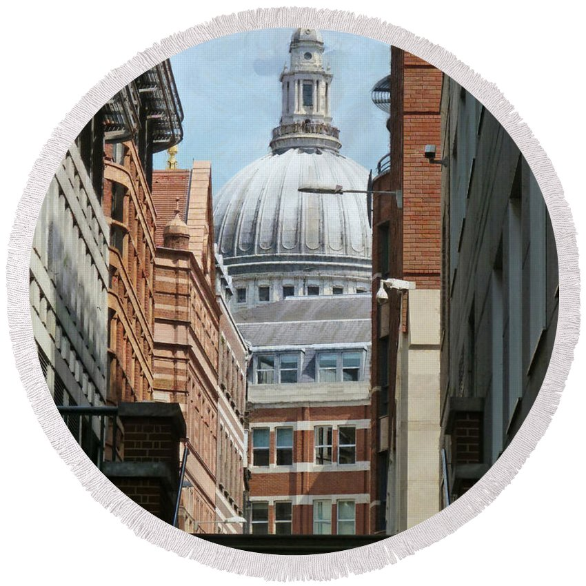 St Pauls Round Beach Towel featuring the photograph Lost In The Crowd by Steve Taylor