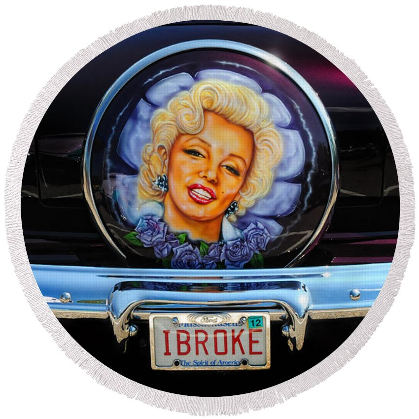 Marilyn Monroe Round Beach Towel featuring the photograph Marilyn Monroe by Dave Mills