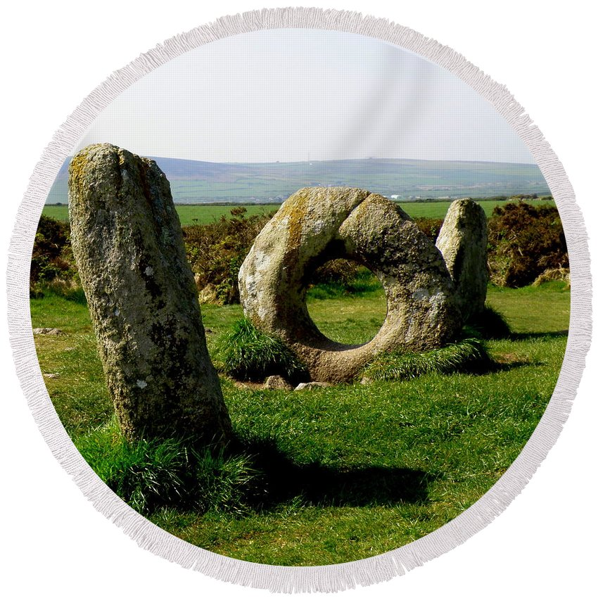 Ancient Site Round Beach Towel featuring the photograph Men An Tol by Lainie Wrightson