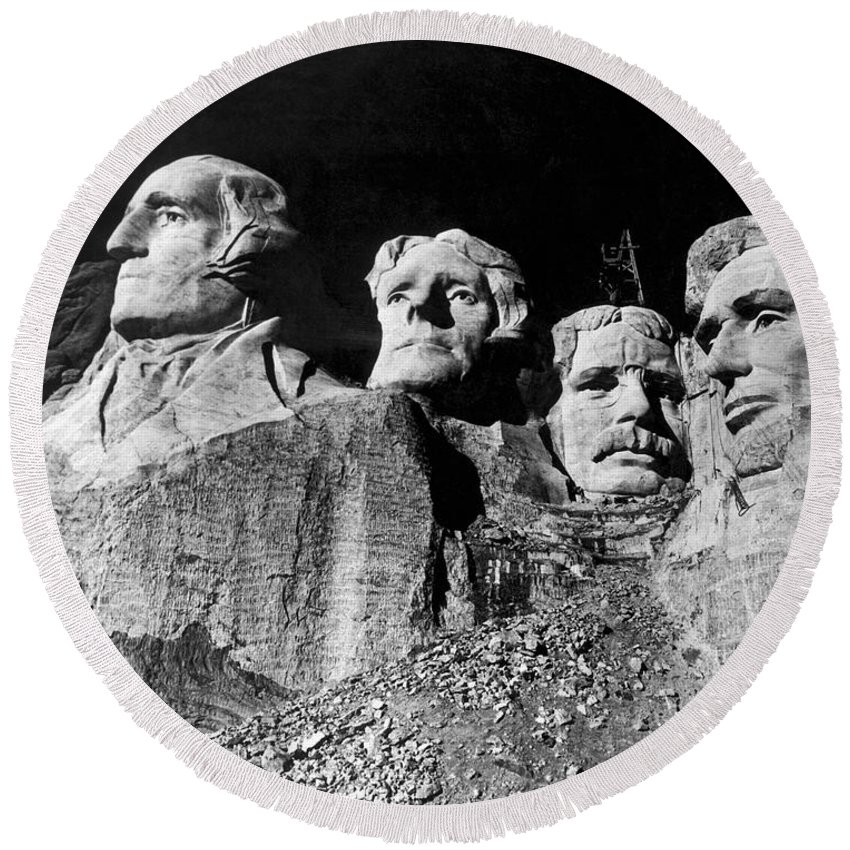 1930's Round Beach Towel featuring the photograph Men Working On Mt. Rushmore by Underwood Archives
