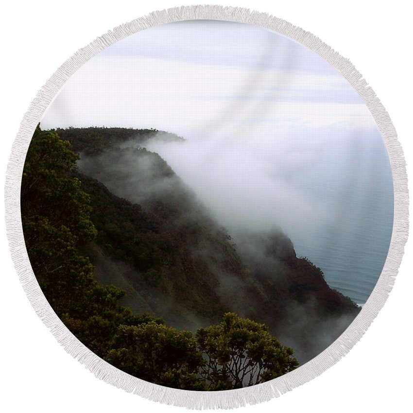 Nature Round Beach Towel featuring the photograph Mists Along The Kalalau Valley by Paulette B Wright