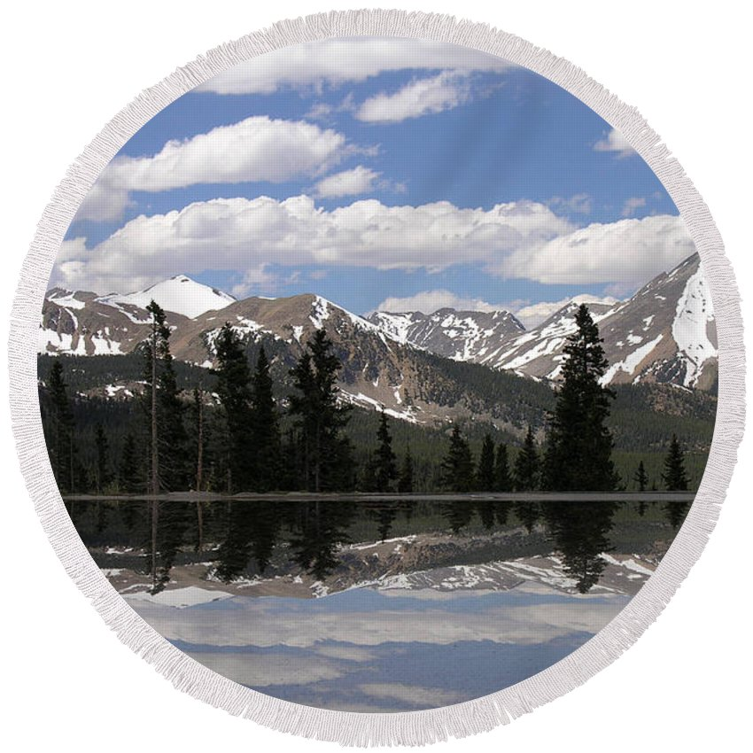 Water Round Beach Towel featuring the digital art Monarch Pass Lake by Peggy Starks