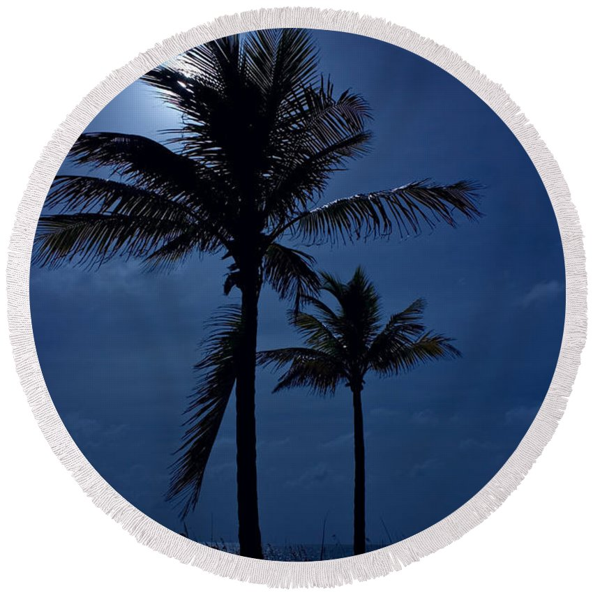 Moon Round Beach Towel featuring the photograph Moonlight Feels Right by Mark Andrew Thomas