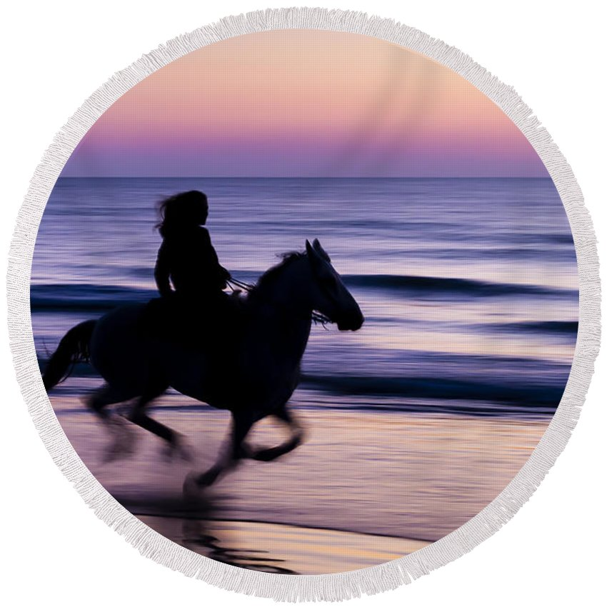 Horse Round Beach Towel featuring the photograph Morning Glow by Janet Fikar