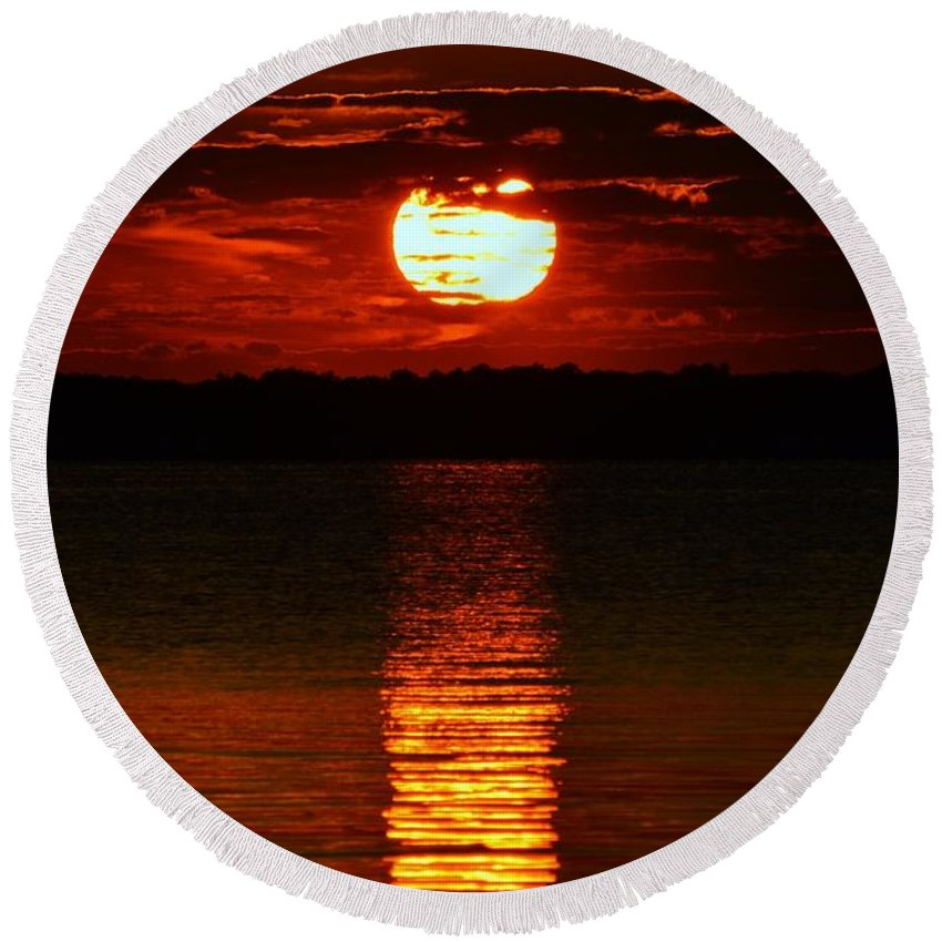 Sun Round Beach Towel featuring the photograph Multiline Sunset by William Bartholomew