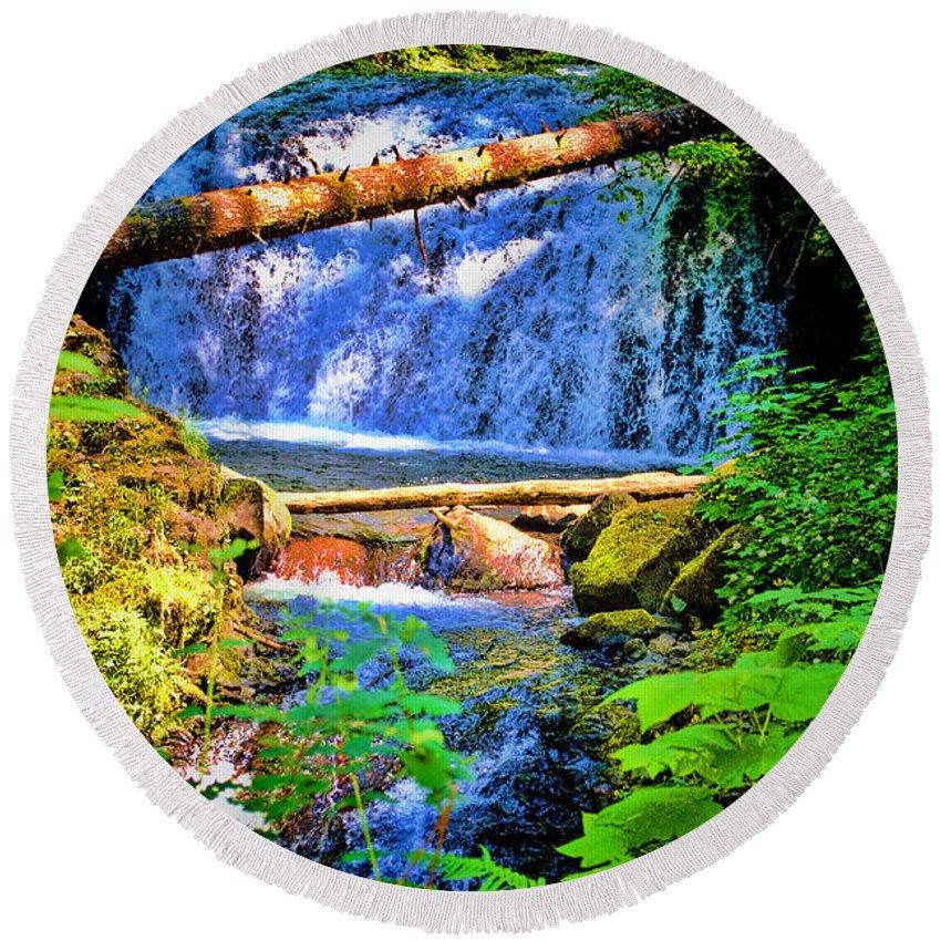 Multnomah Falls Round Beach Towel featuring the photograph Multnomah Falls Oregon by RJ Aguilar