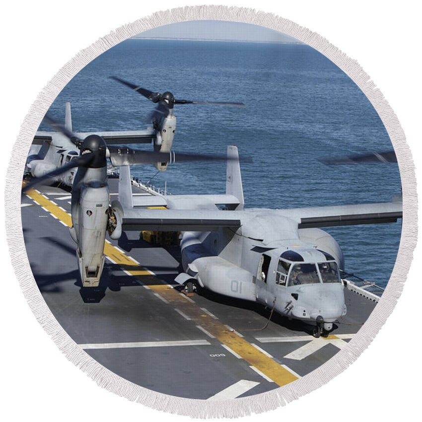 Uss Kearsarge Round Beach Towel featuring the photograph Mv-22 Osprey Tiltrotor Aircraft by Stocktrek Images