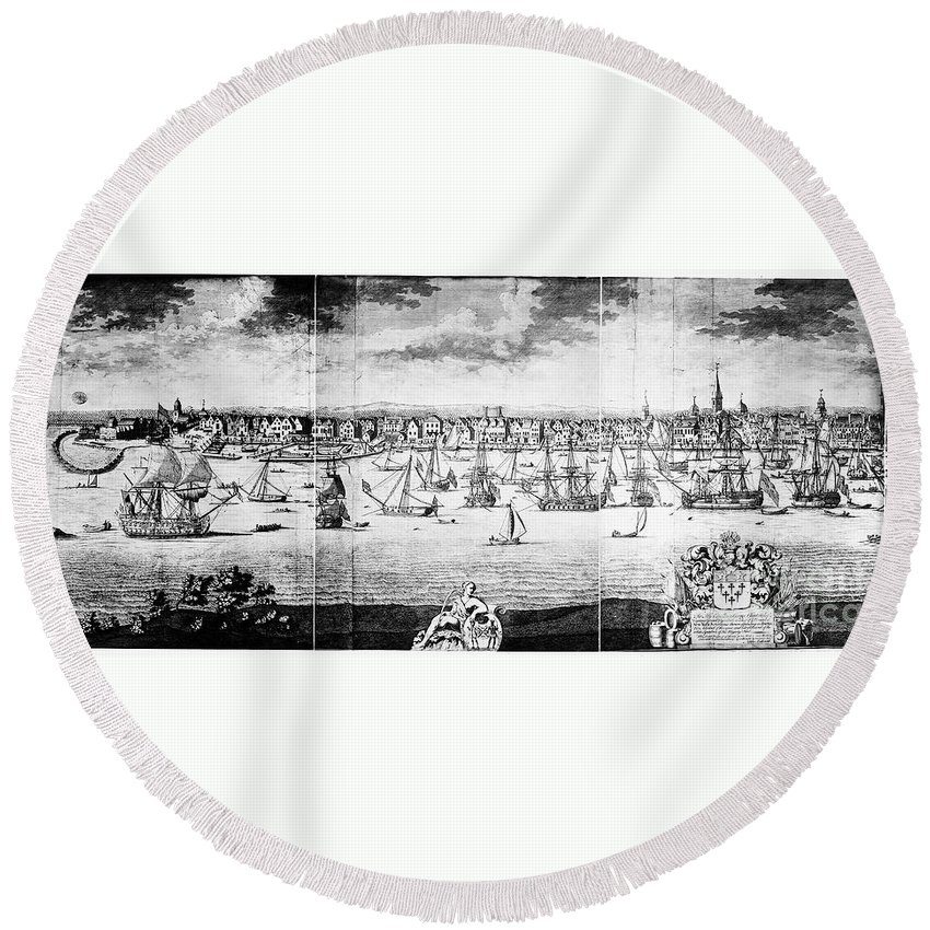 1783 Round Beach Towel featuring the photograph New York City, C1783 by Granger