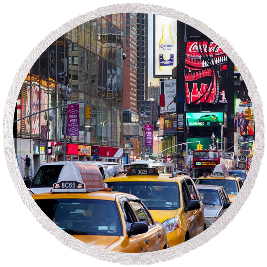 Yellow Round Beach Towel featuring the photograph New York Gridlock by Brian Jannsen