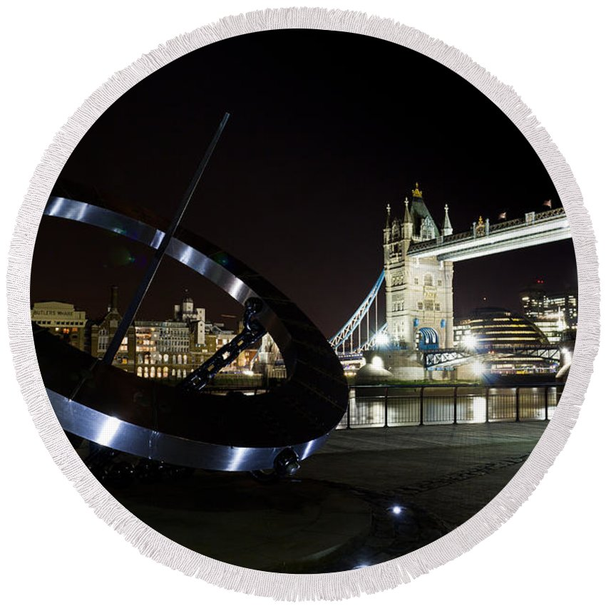 Thames Round Beach Towel featuring the photograph Night View Of The Thames Riverbank by David Pyatt