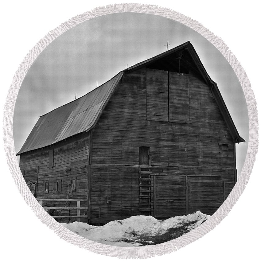 Barn Round Beach Towel featuring the photograph Noble Barn by Eric Tressler