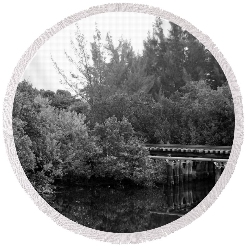 Black And White Round Beach Towel featuring the photograph North Fork River by Rob Hans