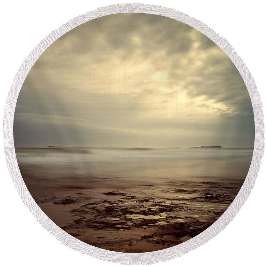 Seascape Round Beach Towel featuring the photograph Northumberland Coast by David Pringle