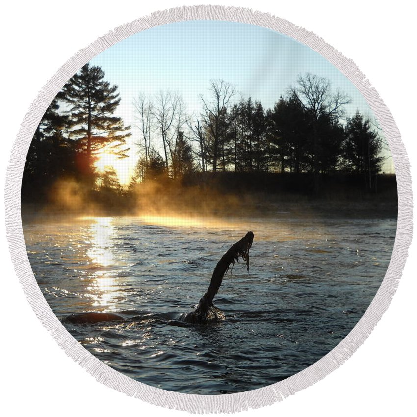 Mississippi River Round Beach Towel featuring the photograph November Morning Mist by Kent Lorentzen