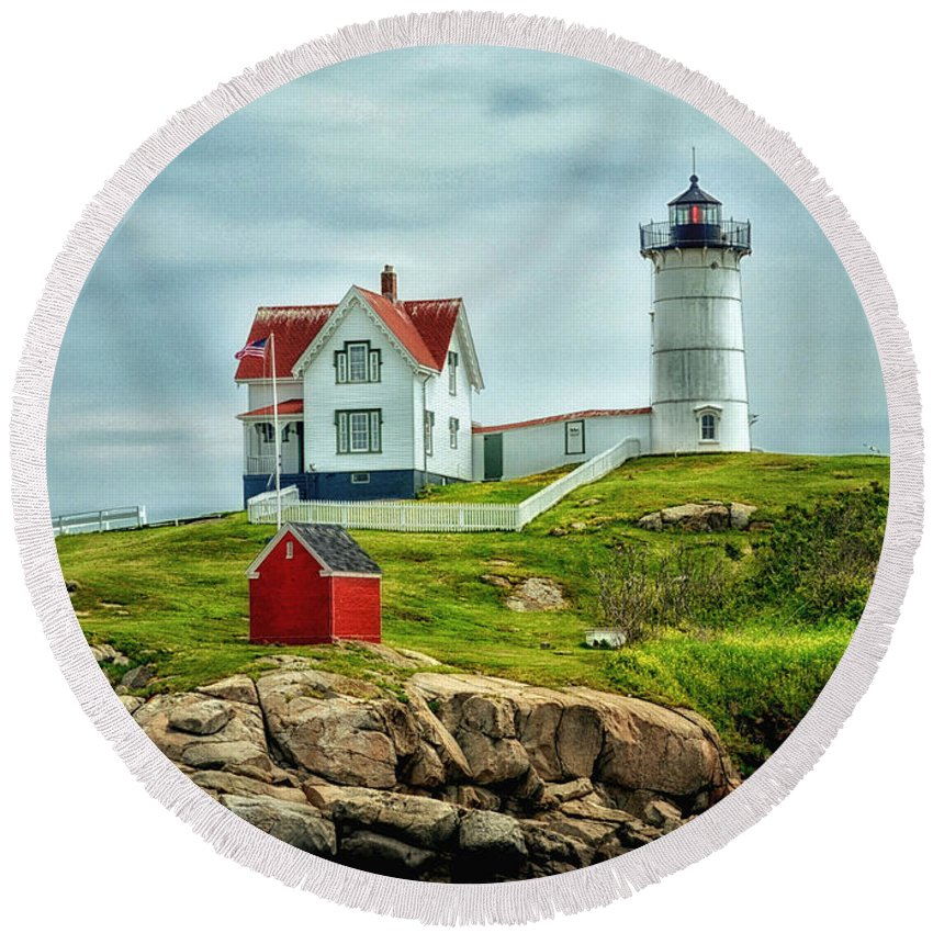 Nubble Round Beach Towel featuring the photograph Nubble Lighthouse by Tricia Marchlik