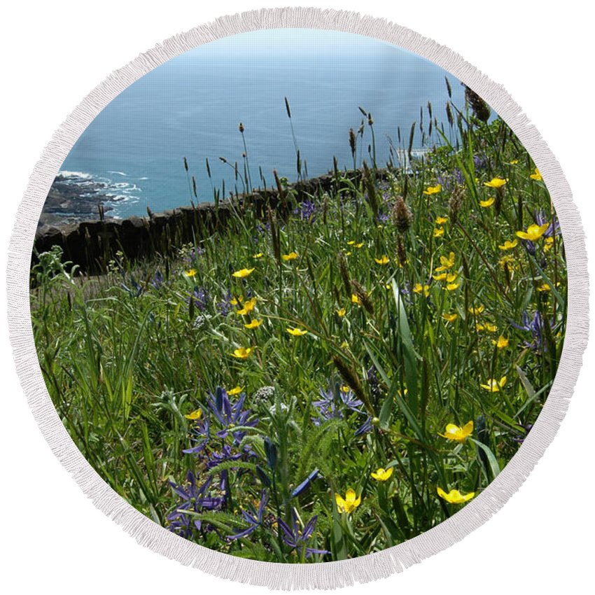 Ocean Round Beach Towel featuring the photograph Ocean Wildflowers by Mike Nellums