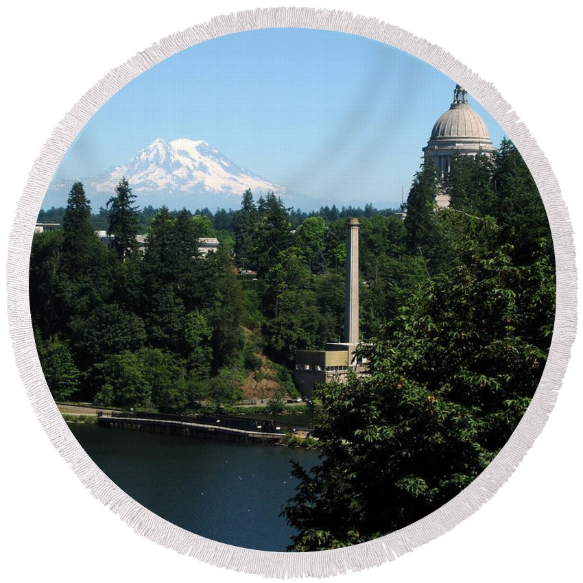 The Bay In Olympia Round Beach Towel featuring the photograph Olympia Wa Capitol And Mt Rainier by Phyllis Kaltenbach