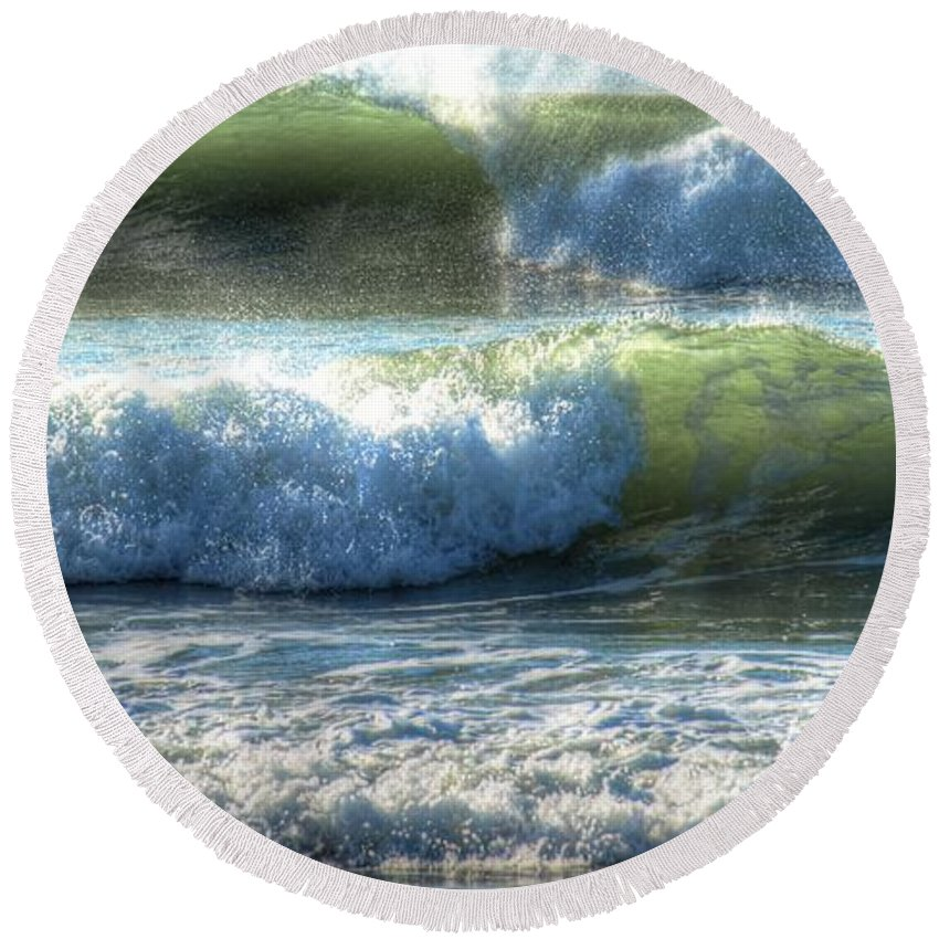 Ocean Round Beach Towel featuring the photograph Pacific Waves by Jacklyn Duryea Fraizer
