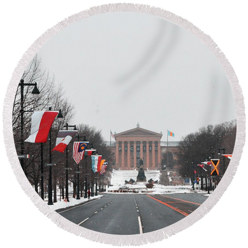 Philadelphia Parkway In The Snow Round Beach Towel featuring the photograph Philadelphia Parkway In The Snow by Bill Cannon
