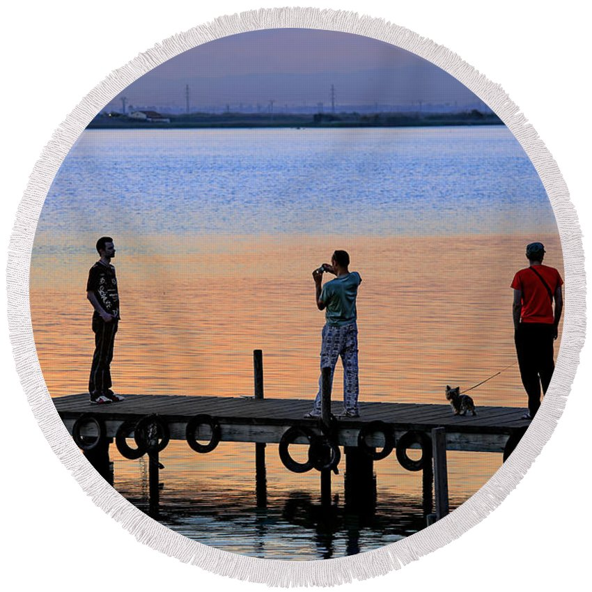 La Albufera Lagoon Round Beach Towel featuring the photograph Photographing The Sunset by Juan Carlos Ferro Duque