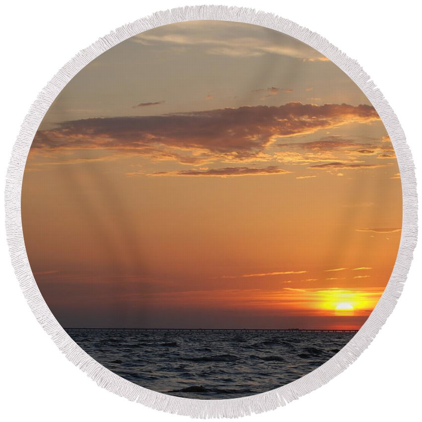 Lake Round Beach Towel featuring the photograph Pontchartrain Sunset by Beth Gates-Sully