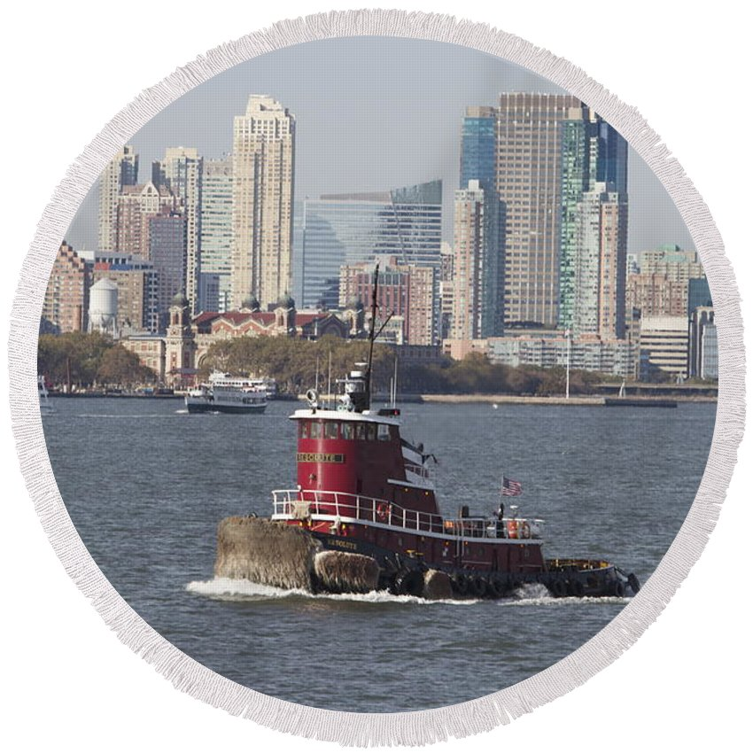 Red Tugboat New York City Skyline Water Round Beach Towel featuring the photograph Red Tug Two by Alice Gipson