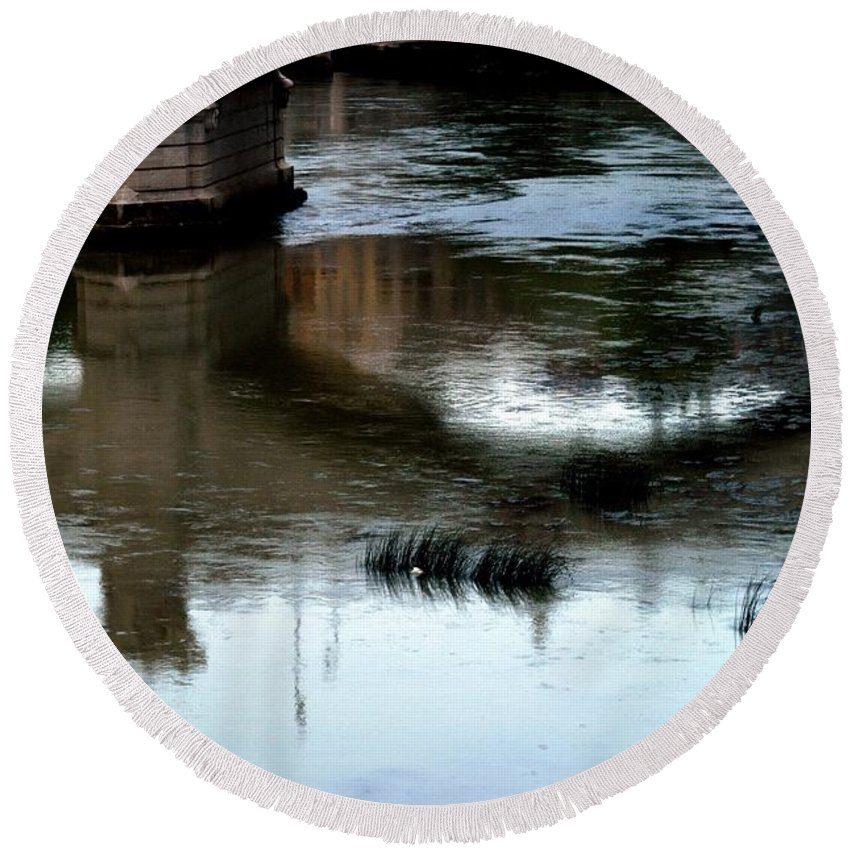 Italy Round Beach Towel featuring the photograph Reflection Tevere by Joseph Yarbrough