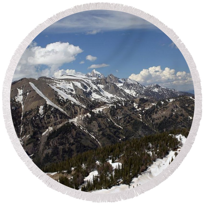 Rendezvous Mountain Round Beach Towel featuring the photograph Rendezvous Mountain by Living Color Photography Lorraine Lynch