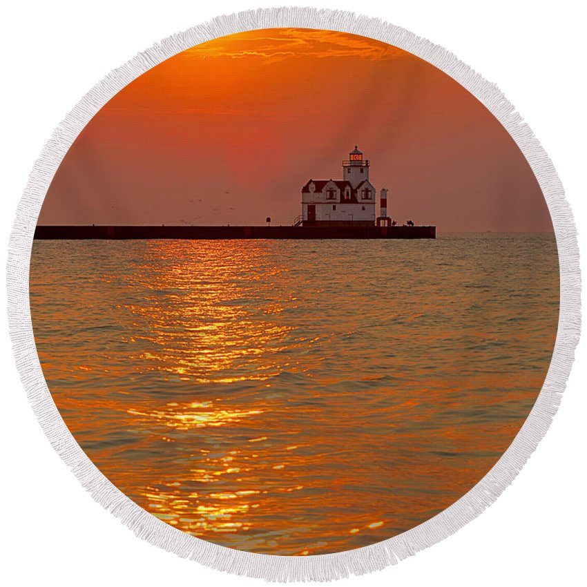 Lighthouse Round Beach Towel featuring the photograph Rising Above by Bill Pevlor