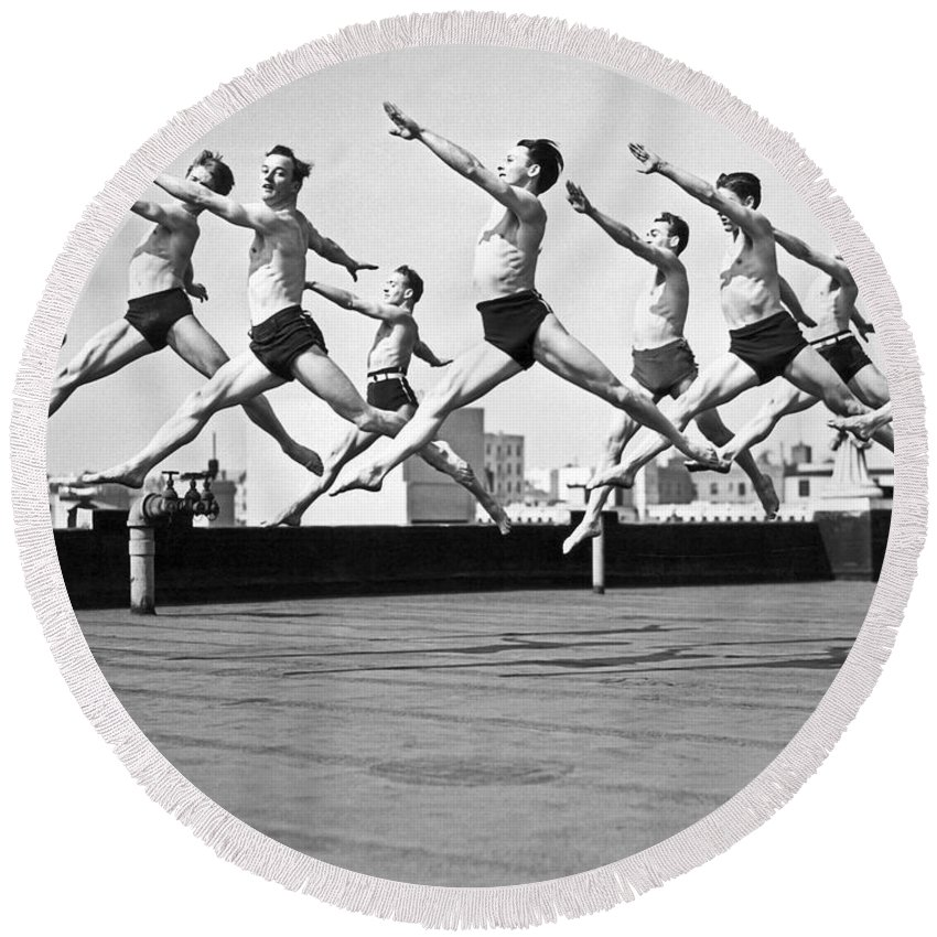 B And W Round Beach Towel featuring the photograph Rooftop Dancers In New York by Underwood Archives