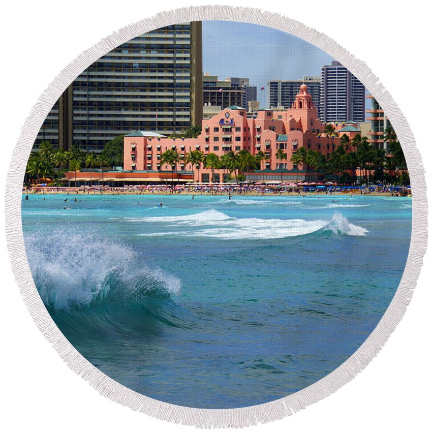 Waikiki Round Beach Towel featuring the photograph Royal Hawaiian Hotel by Kevin Smith