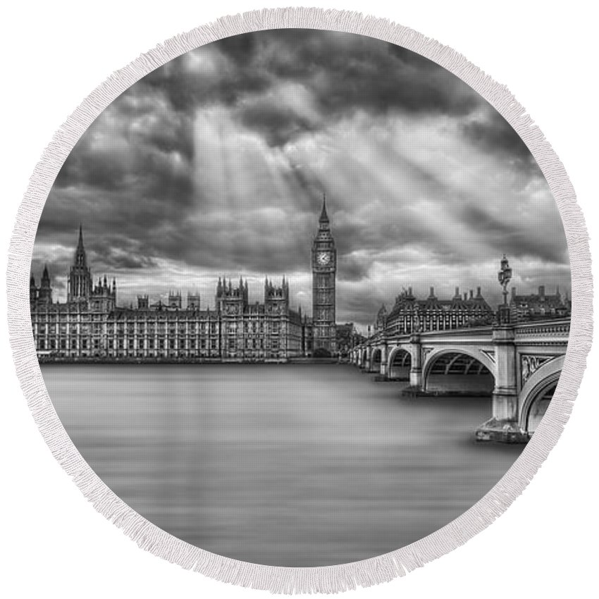 London Round Beach Towel featuring the photograph Rule Britannia by Evelina Kremsdorf
