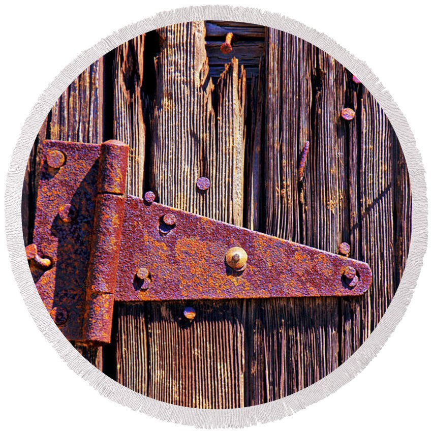 Rusty Barn Door Hinge Round Beach Towel featuring the photograph Rusty Barn Door Hinge by Garry Gay